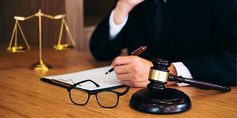 ¿Que debe acreditar quien solicita la declaratoria de incumplimiento contractual?